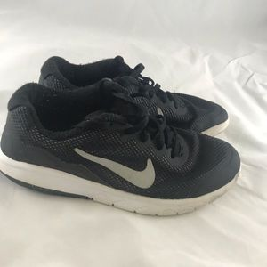 Kids Nike running shoes size 5Y